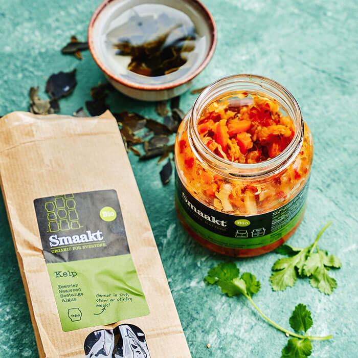 Gebakken rijst met kelp en kimchi